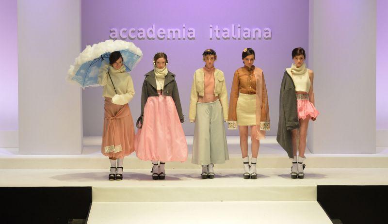 Corso di laurea di moda accademia italiana for Accademia fashion design milano